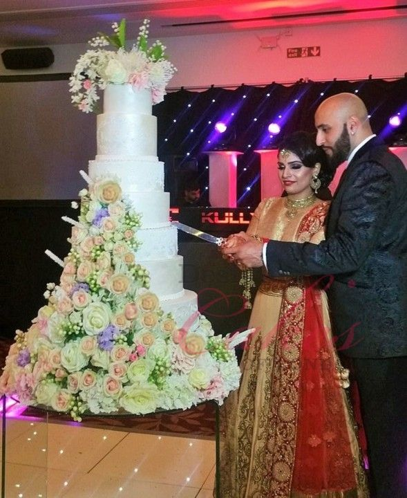 Amar Wedding Cake Cost Starts From 850 Starting Cost Includes Tiers