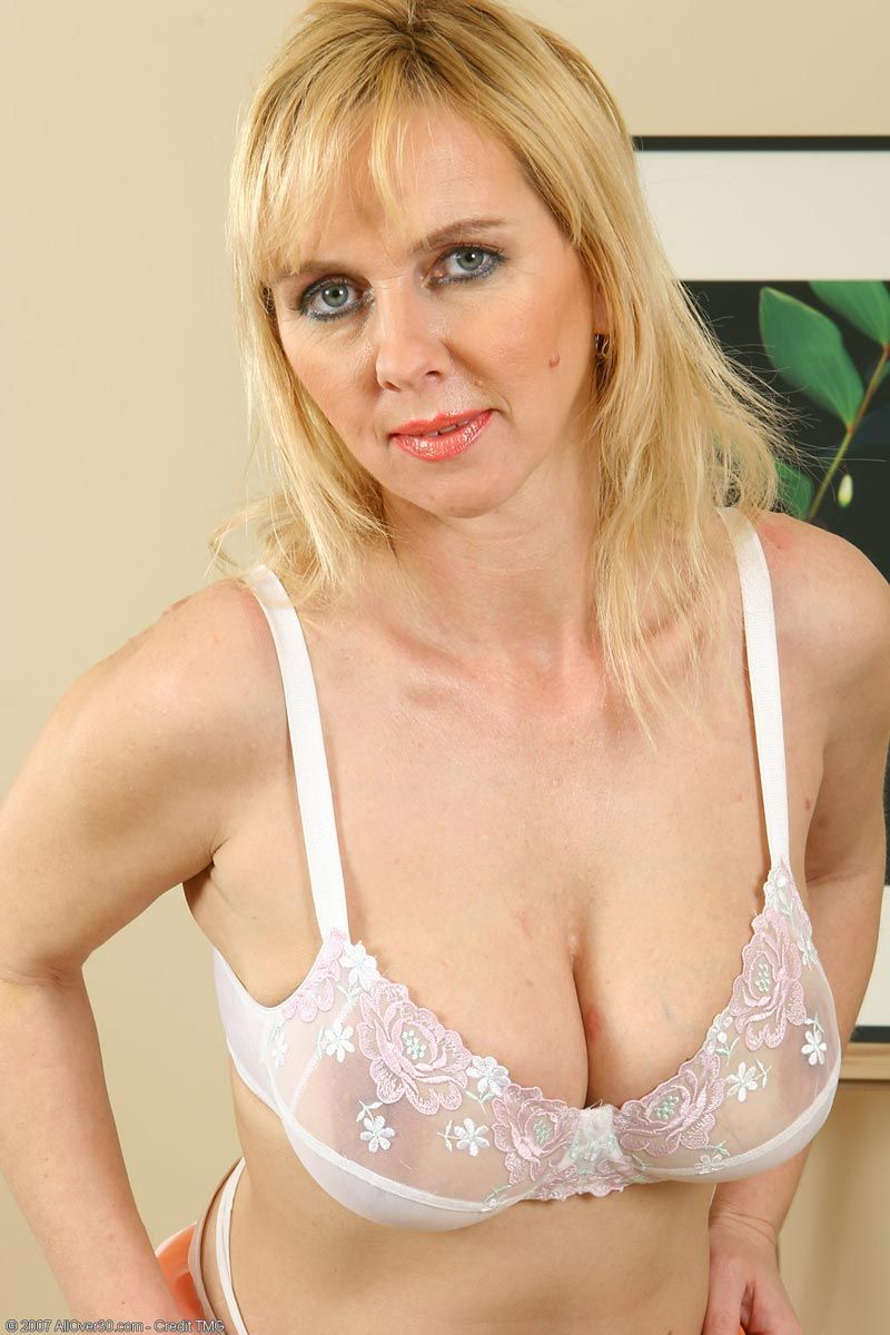 Hot naked mature blonde girls #4