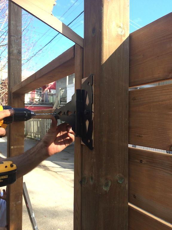 Comment on a construit notre clôture en bois horizontale Construction