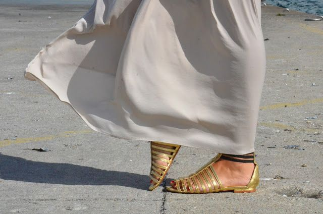 Gold sandals | The fashion through my eyes-Fashion blog by Carla Estévez