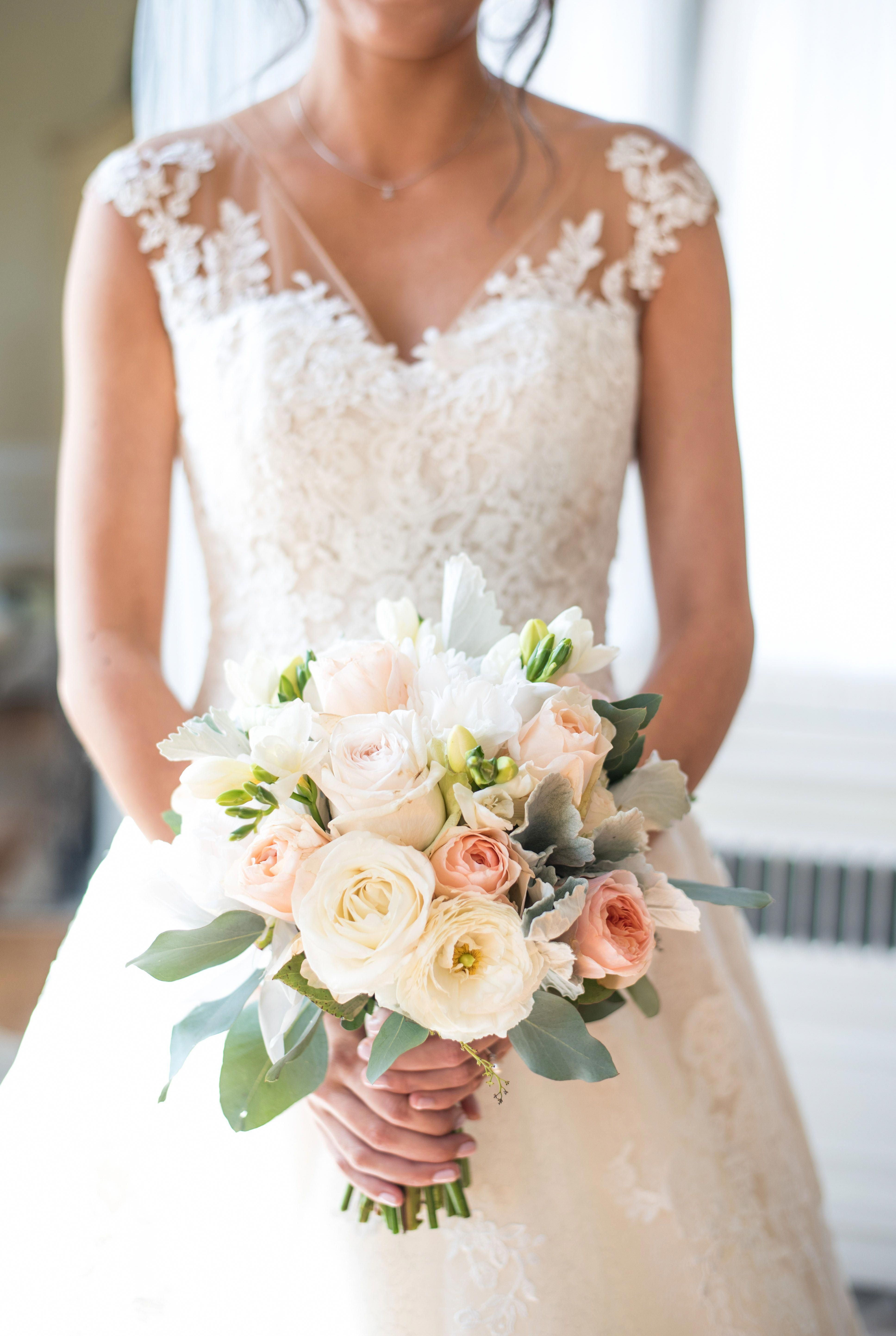 Pin By Leanna Perry On Bling Wedding In 2020 Bridal Bouquet