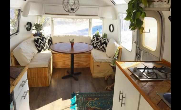 Trouvailles pinterest caravanes airstream caravanes for Eclairage interieur caravane