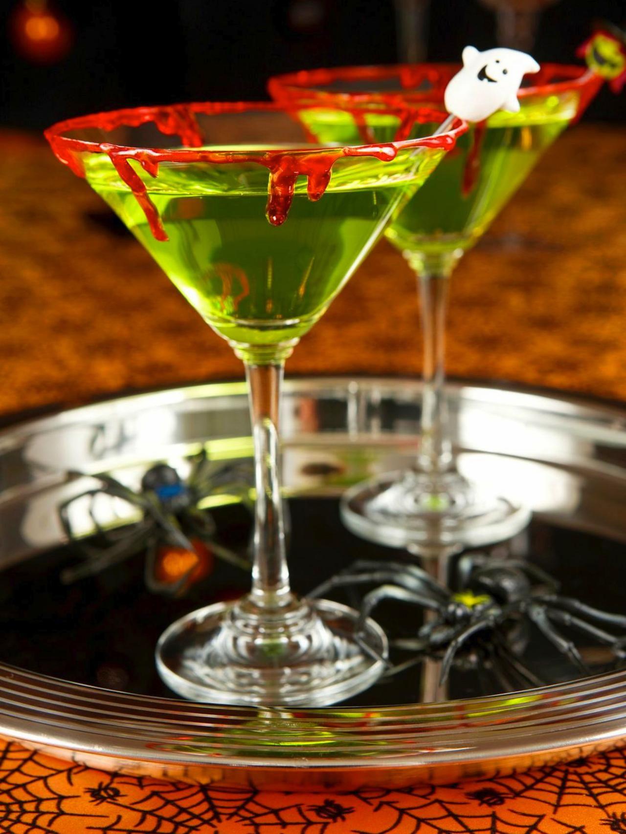 32 Halloween Cocktails & Alcoholic Drink Recipes | Halloween | Pinterest