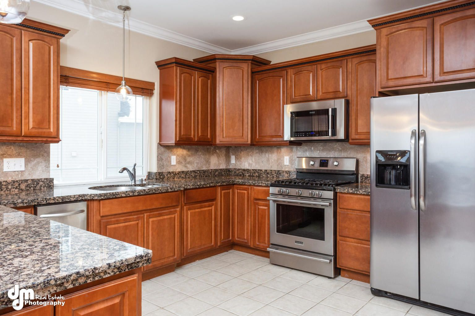 Spacious Gorgeous Home In Goldenview Park 5 Bed 4 Bath With 3 Car Garage Over 4 000 Square Feet Of Beautiful Li Home Acacia Wood Flooring Large Homes