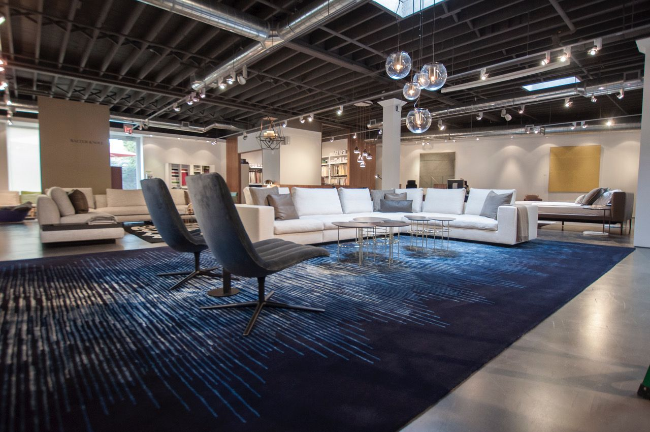 Our recently awarded winner of the German Design Award can now be visited at studio b Home in Toronto. Here, the CROSSFADER reveals its opalescent beauty within a generous living space. In this extraordinary size, the rug's overall spatial effect is magnificent!