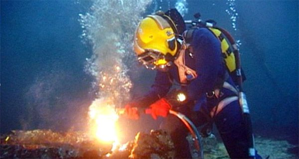 That'll be me one day. Welding underwater like a boss.