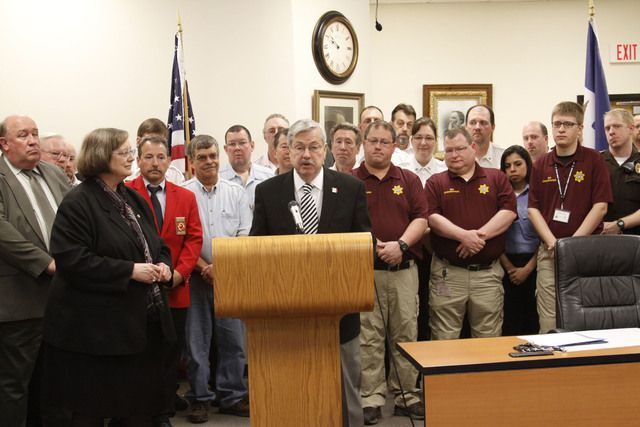 Gov Branstad Signs Sf2326 In Adel The Perry Chief Governor Emergency Management Adel