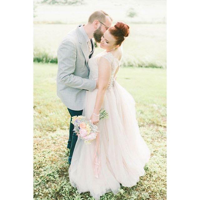 • Bride: Kevan @makeupbykevan • Photo Credit: Elizabeth Fogarty @lizfogarty • Venue: Rockland Estates @rocklandestatesevents • Hair by Kim @poeticallybrushedkim •