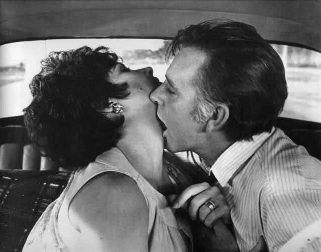 Elizabeth Taylor And Richard Burton Kissing Famous Hollywood