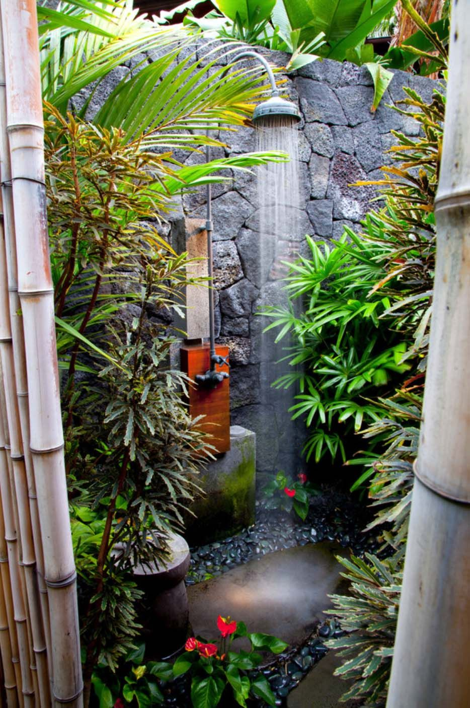 45 stunning outdoor showers that will leave you for Diseno de fuente de jardin al aire libre