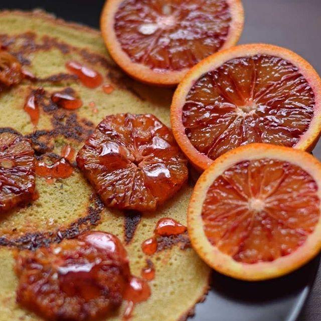 Ahhhh, wo ist nur meine Motivation heute. Am besten einfach Augen zu und durch. Wenn man dann mal mit der Arbeit angefangen hat ist es auch nicht mehr schlimm. Und wenns ganz arg ist: ein Pfannkuchen hilft wunder 👌😎 #pancake #pfannkuchen #blutorange #breakfast #mondayfunday #ichhassemontag #garfield #frühstück #foodinspiration #foodphotography #foodinstagram #foodstagram #rezept #instafoodie #instafood