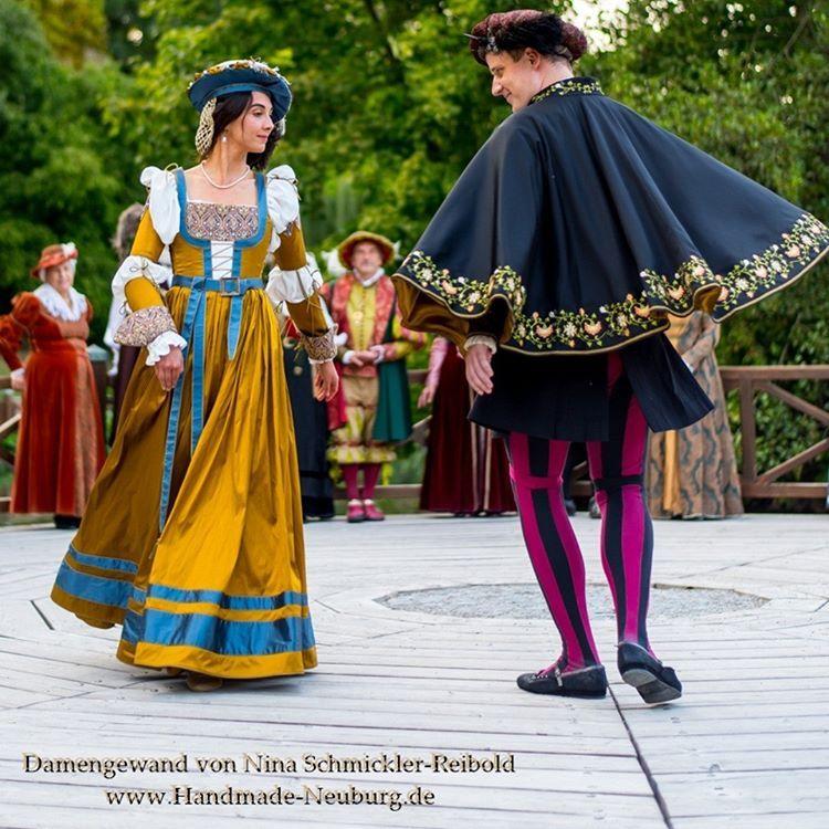 Nina Schmickler Reibold Handmadeneuburg Instagram Fotos Und Videos Fashion Academic Dress Dresses