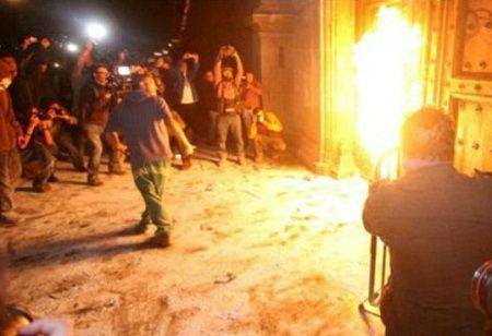 México: Grupo incendia puerta de Palacio Nacional al finalizar marcha por 43 jóvenes | NOTICIAS AL TIEMPO
