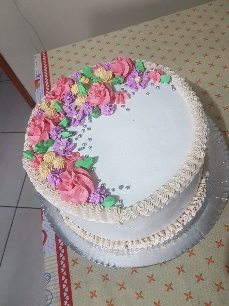 Delicioso Pastel Con Decoración En Crema Vegetal Tortas