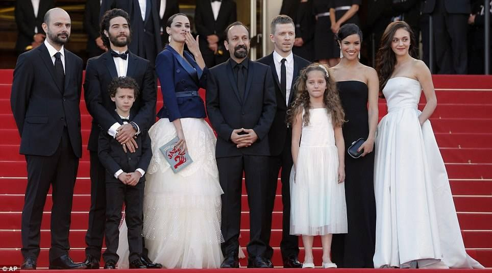 Shining moment Berenice joins (L-R) Ali Mosaffa, Tahar Rahim, Elyes Aguis, director Asghar Farhadi, producer Alexandre Mallet-Guy, co-stars Jeanne Jestin, Sabrina Ouazani and Pauline Burlet  Day 4 (May 17, 2013)