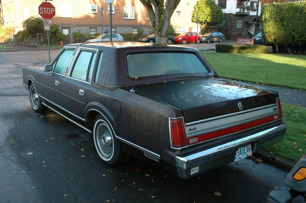 Old Lincoln Cars Old Parked Cars 1988 Lincoln Town Car What