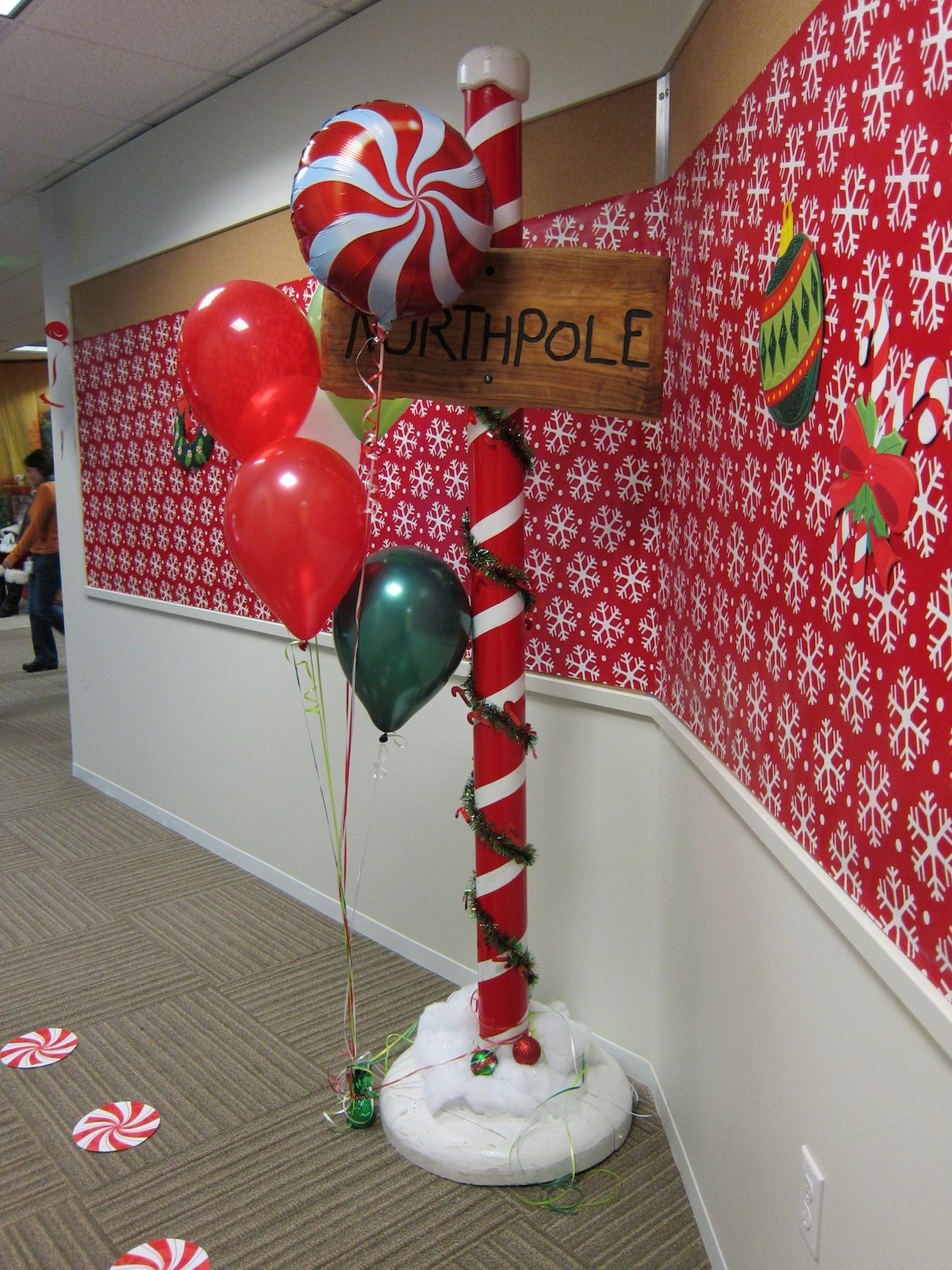 North pole decor first birthday party ideas pinterest for Xmas office design