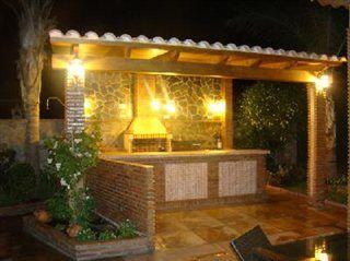 Cocina exterior con barra vista de frente barbacoas for Cocina barbacoa exterior