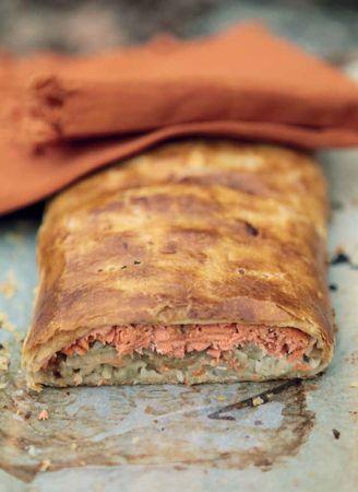 Рецепты пирогов: рыбный из слоеного теста и медовая коврижка