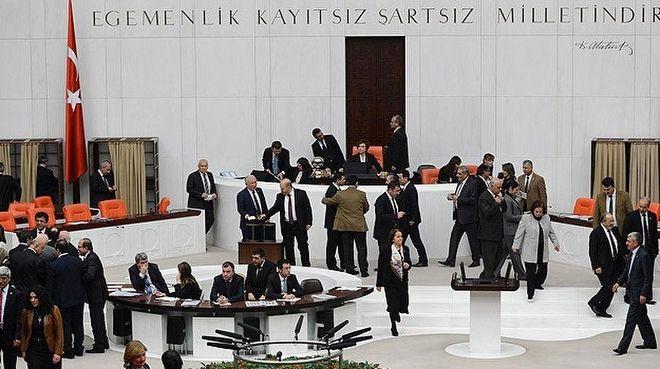 """Hayati Yazıcı'dan kongre açıklaması - AK Parti Genel Başkan Danışmanı Hayati Yazıcı, """"Sorunların yaşanmasını tasfiye edecek olan en önemli karar organı büyük kongredir' dedi."""