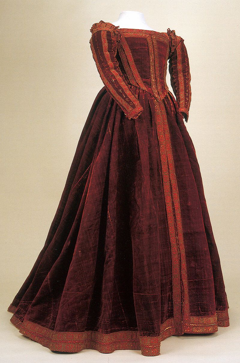 Rare Example of 16th Century Italian Gown Museo di Palazzo Reale ...