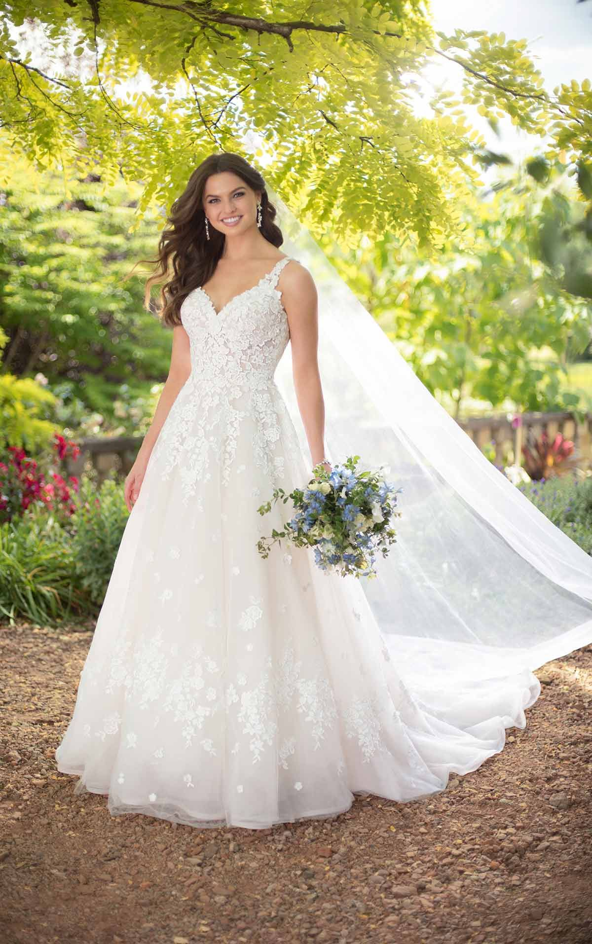 Romantisches A-Linie Brautkleid mit 3-D-Blüten Details