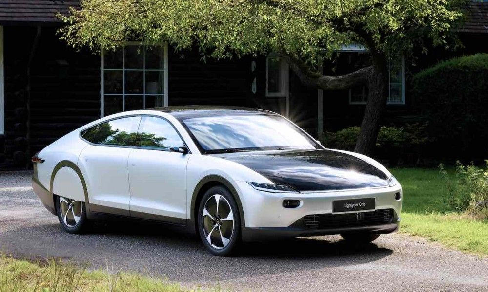 Dutch Company Reveals An Electric Car That Charges Itself With Sunlight Solar Car Electric Cars Hybrid Car