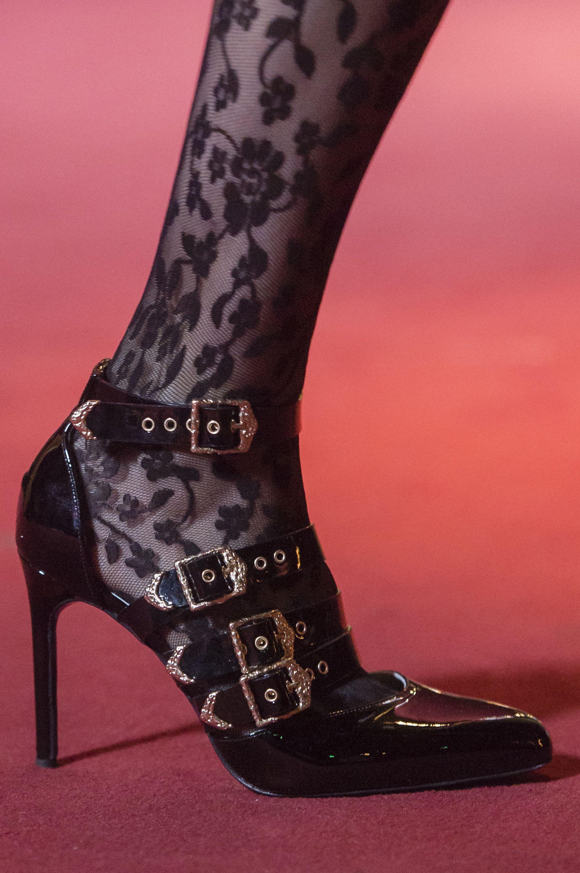 dcc3892aa3e1a Le scarpe di moda per l Autunno Inverno 2018 2019 viste alle sfilate sono i  modelli che vorremmo avere SUBITO