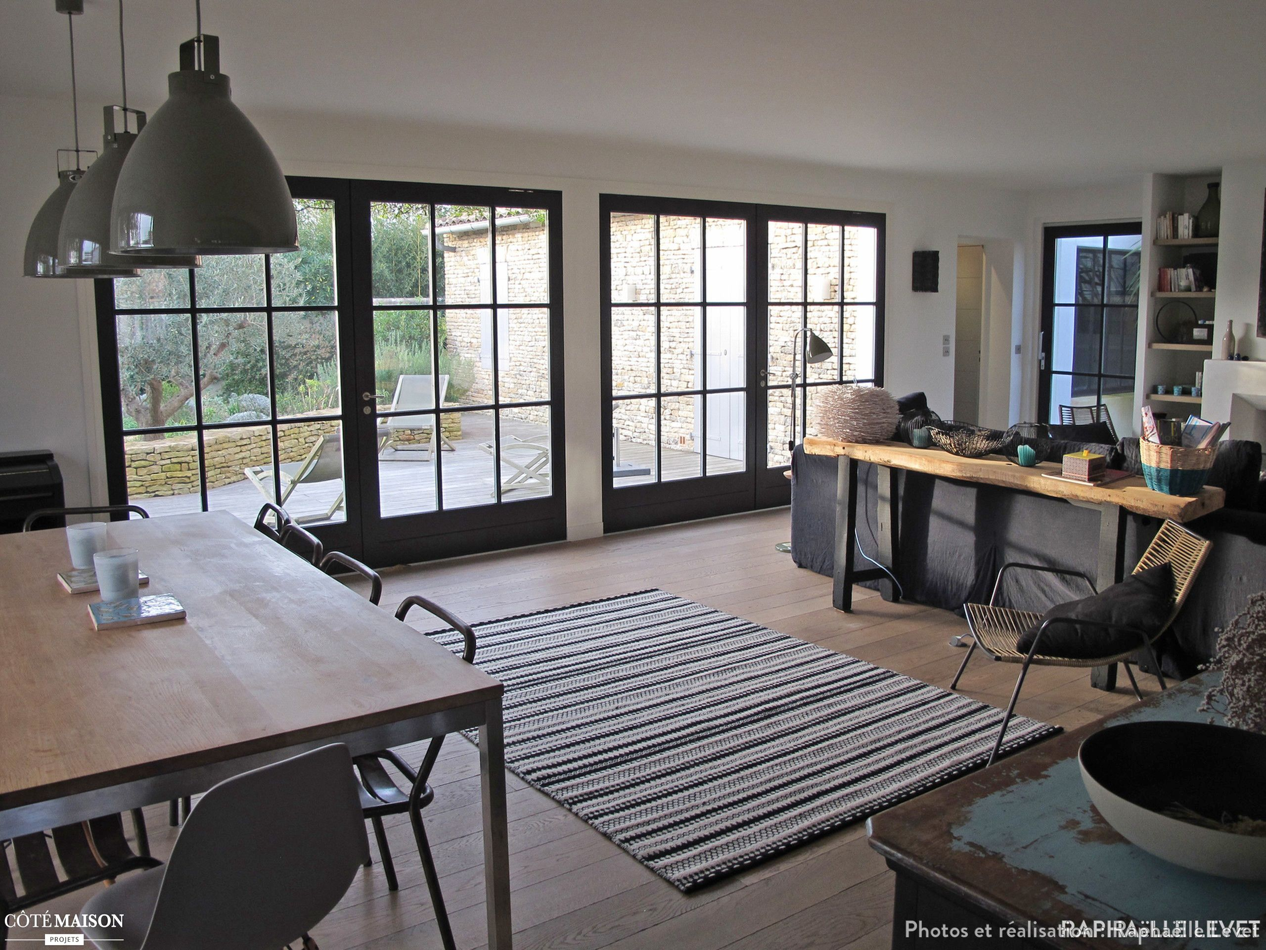 d coration et am nagement d 39 une maison de 220m2 l 39 le de. Black Bedroom Furniture Sets. Home Design Ideas
