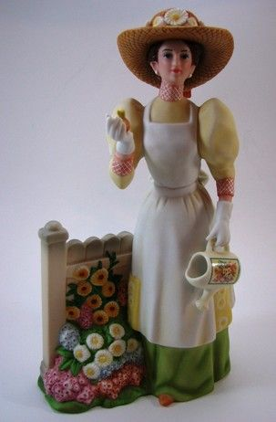 Avon Award 2008 Mini Ms Albee Porcelain NIB