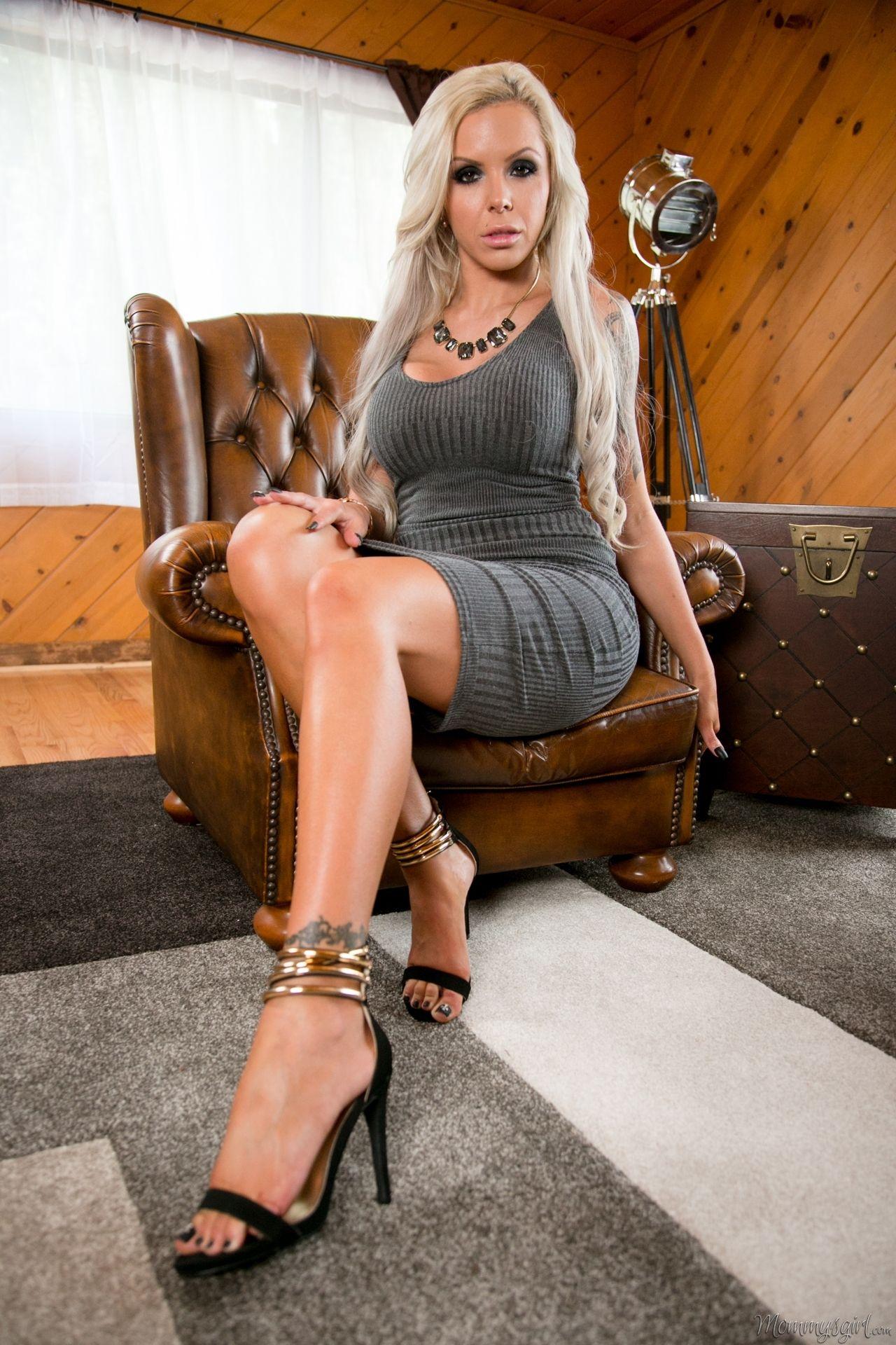 Nina Elle Nude Photos 39