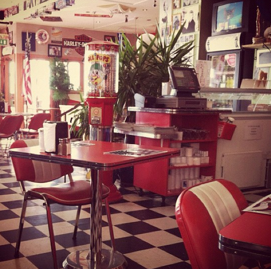 Old Diner-kinda Wish My Kitchen Looked This Way!
