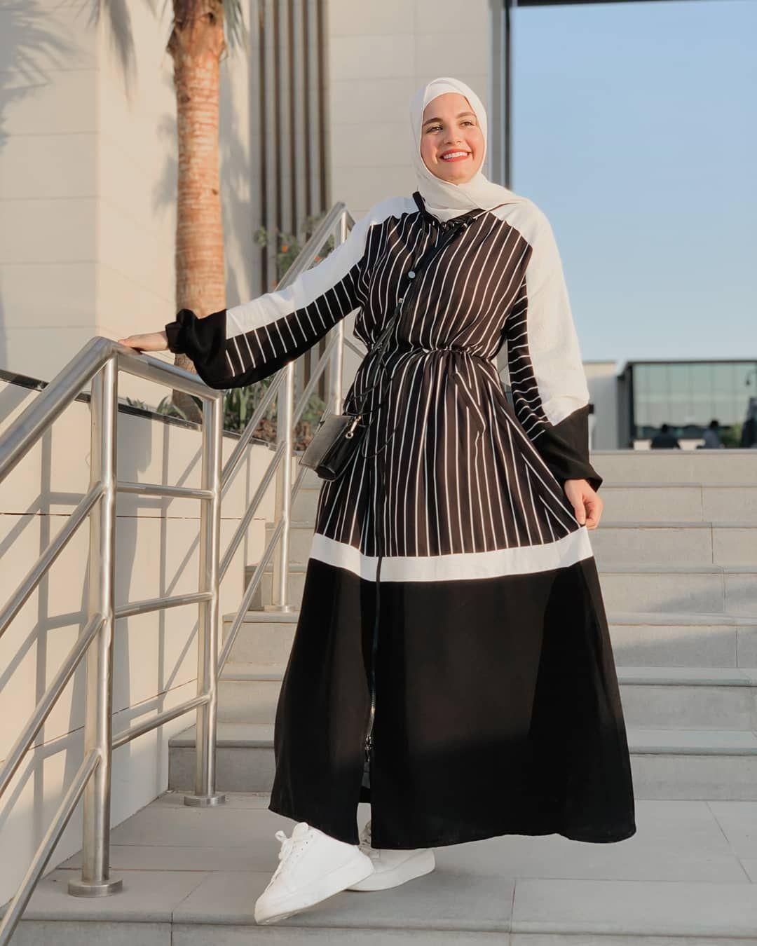 ملامح فاشون On Instagram ليكي ف العبايات حتي لو مش ستايلك ملامح هتبهرك دايما بتصميماتها المميزه ل Muslimah Fashion Outfits Hijab Fashion Fashion Outfits