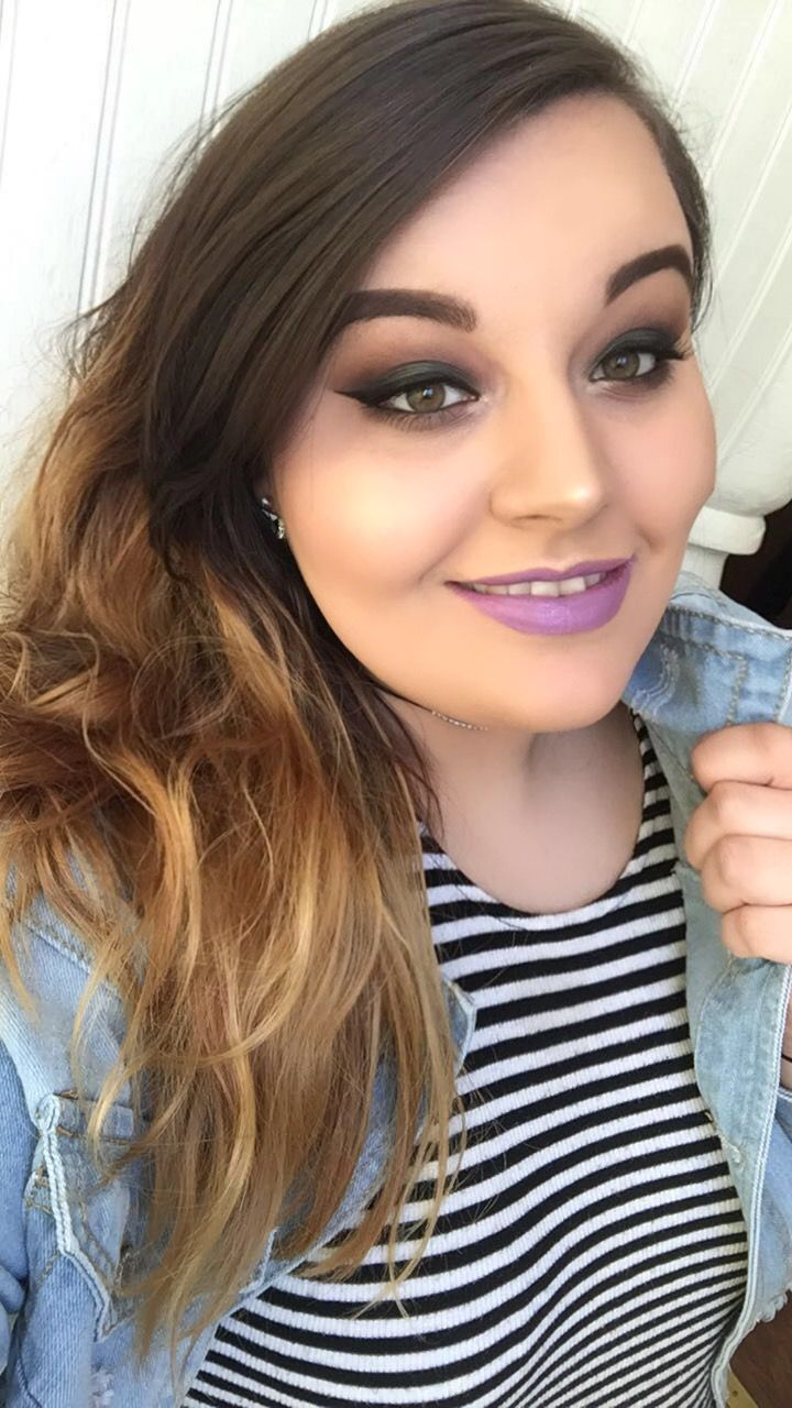Makeup look using Urban Decay Full Spectrum palette and Vice lipstick in Twitch.