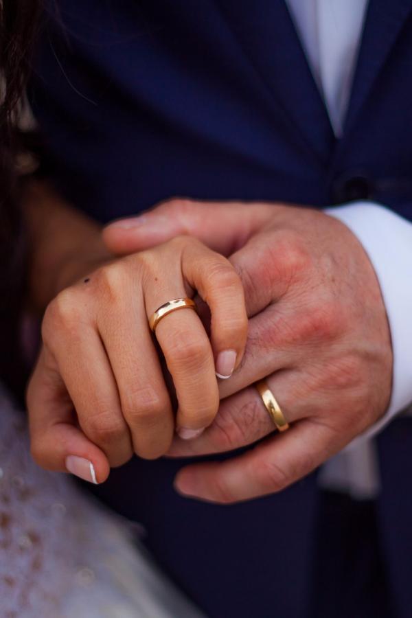15 Cosas Que Debes Saber Sobre Tus Aros De Matrimonio Anillo De Matrimonio Anillos De Promesa Anillos De Boda Para Hombre