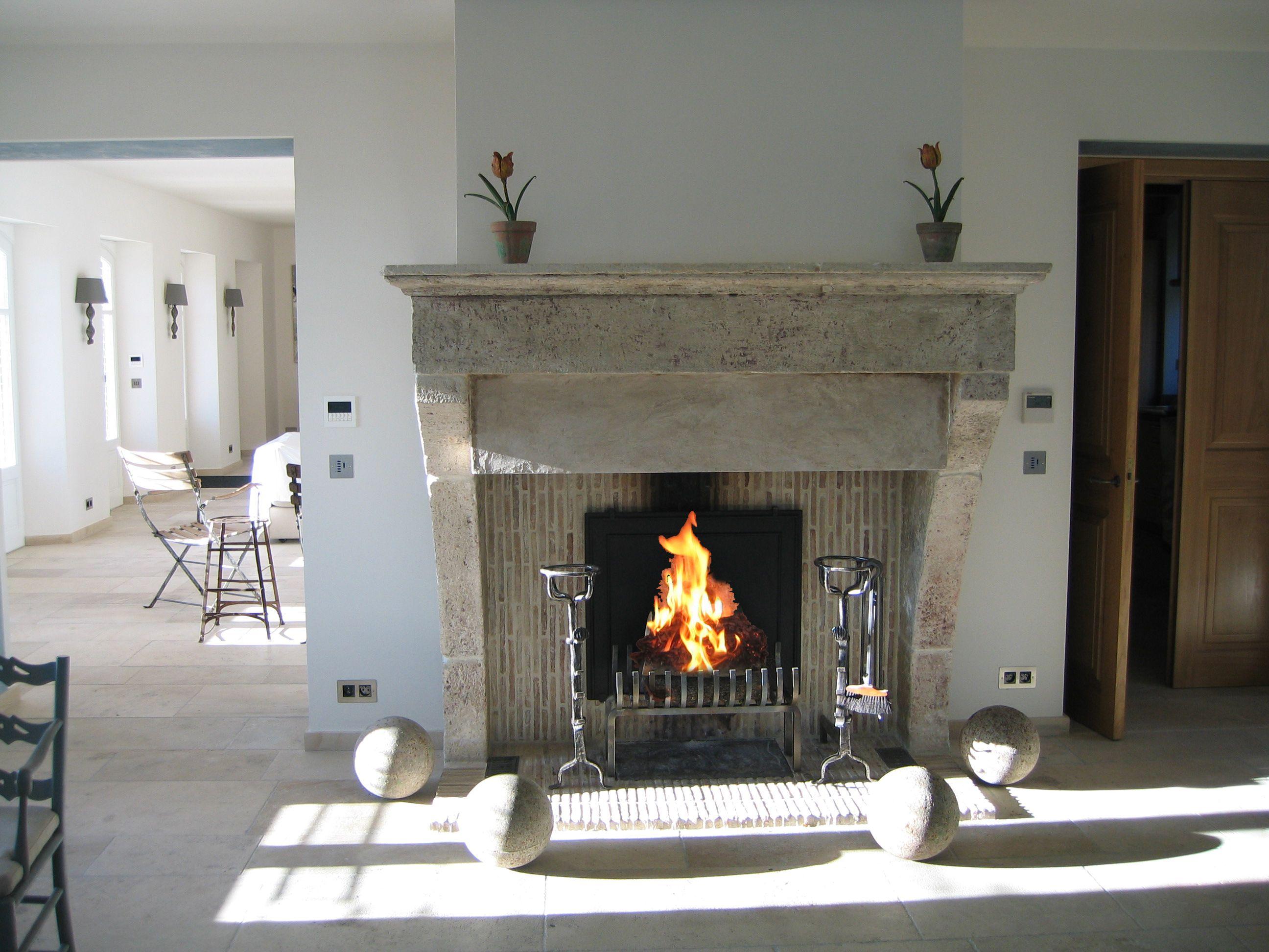 belle chemin e en vieilles pierres cr e par atry 39 home sur la c te d 39 azur nice fireplace with. Black Bedroom Furniture Sets. Home Design Ideas