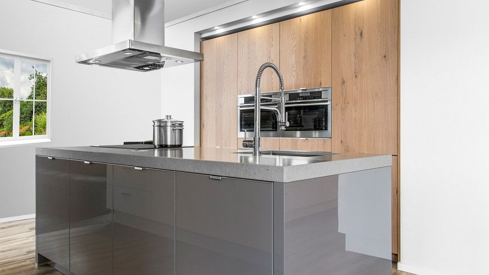 Hoogglans Grijs Keuken : Keukenloods deze luxe keuken met opleggrepen trekt zeker de