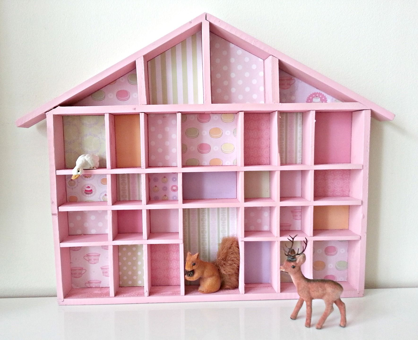 Petite Etagere Maison Rose Pour Miniatures Collections Vitrine