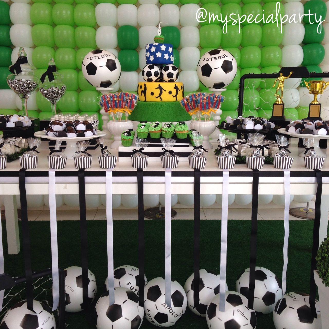 Decoracion de mesa de postres con pelotas de f tbol - Decoracion party ...