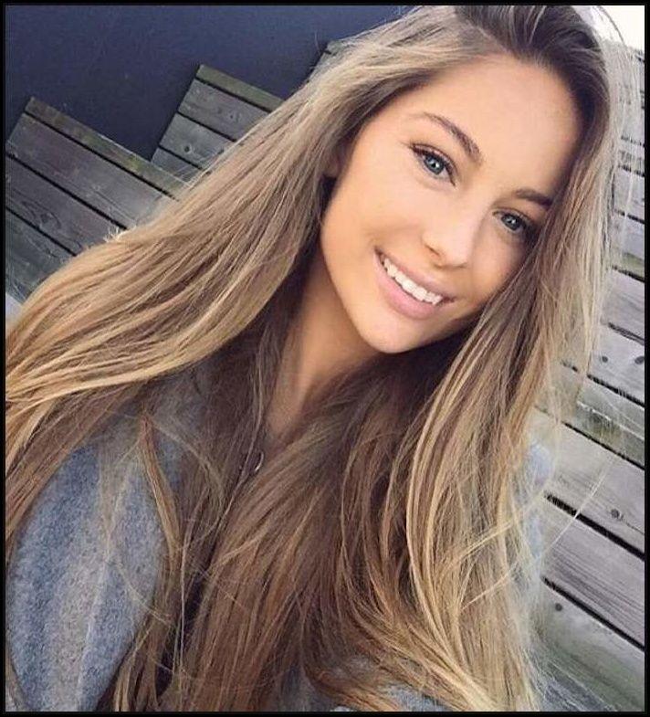 ein hübsches mädchen mit langem glatten haar lächelt