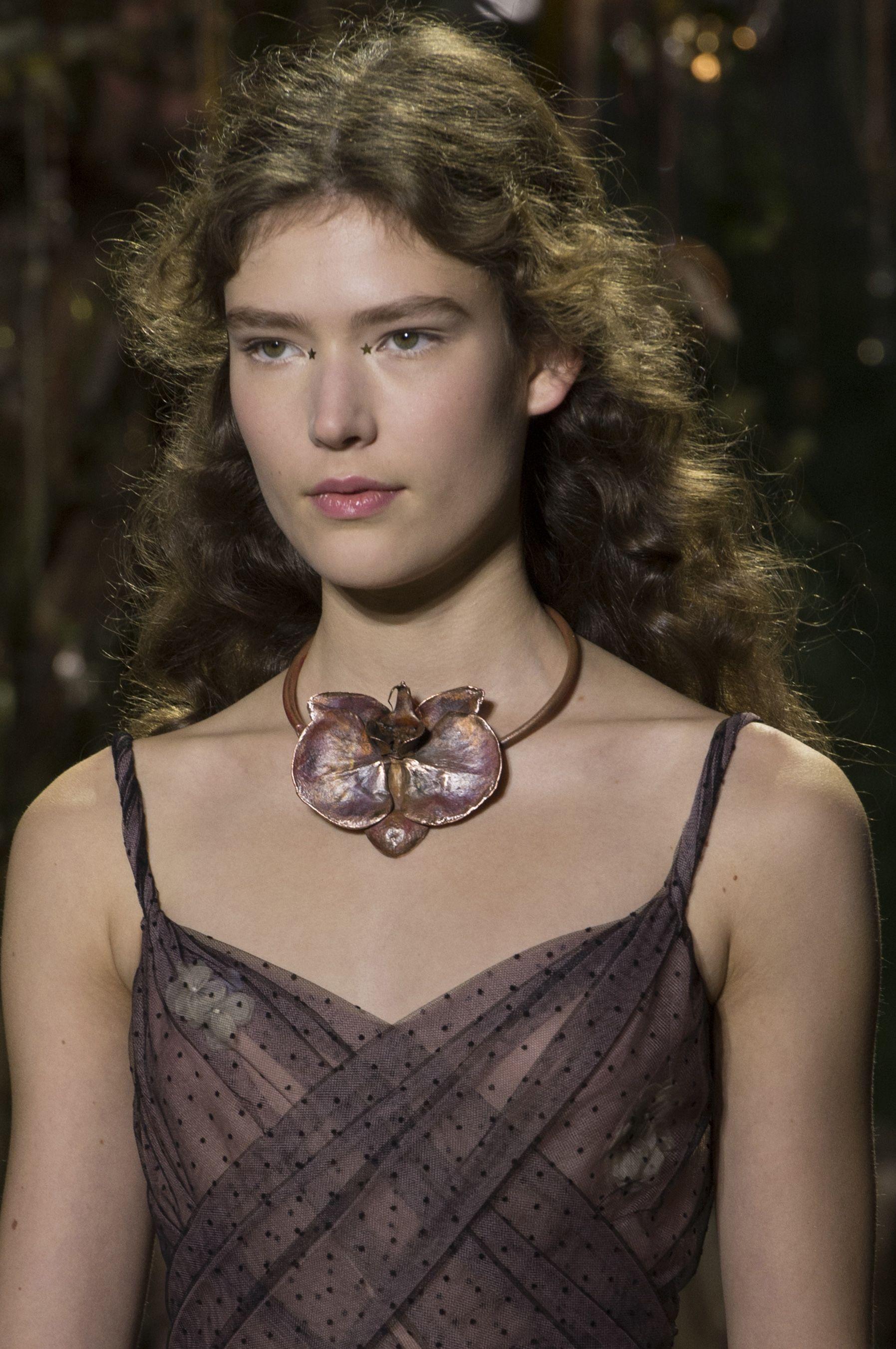 Christian Dior Spring 2017 Couture Fashion Show Details - The Impression
