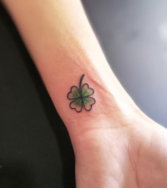 f06edda66d786 Four leaf clover tattoo by Le Bocal Four Leaf Tattoos, Flame Tattoos, Mini  Tattoos