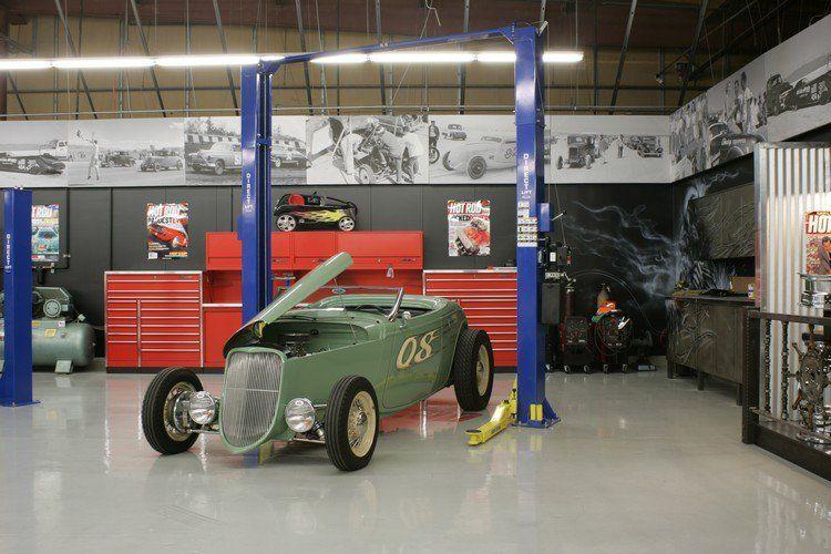 Aménager Un Garage Moderne De Style Industriel Avec Une Belle Hauteur Sous  Plafond Et Sol En