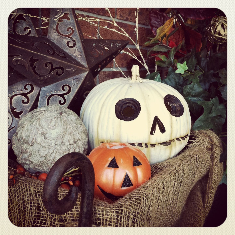 Skull candy pumpkin! I LOVE white pumpkins Fall decor