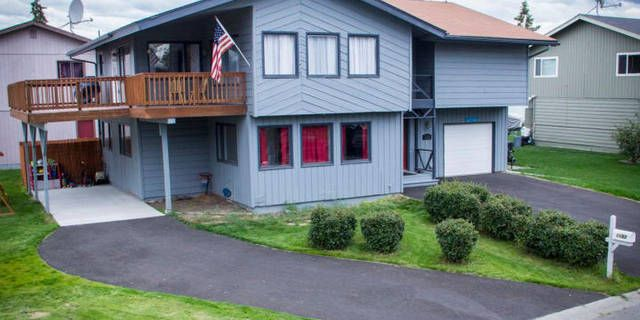 MOVE IN READY! Spacious home with large deck!