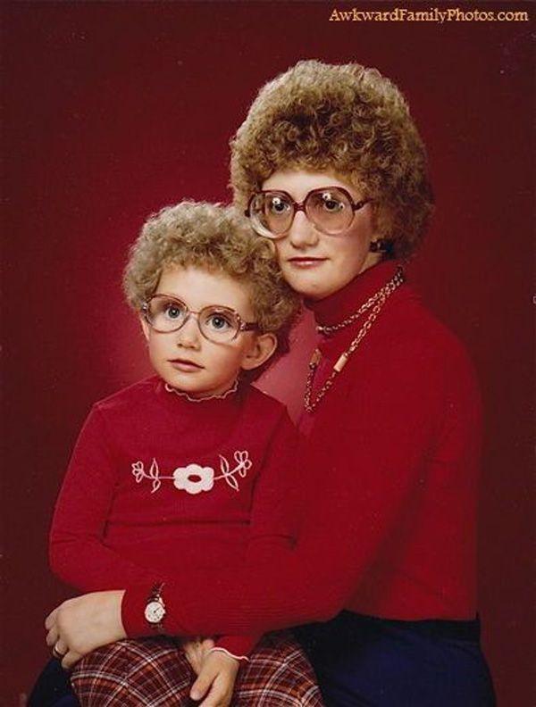 Die Schlimmsten Frisuren Aus Der Kindheit Lustige Familienfotos Lustige Familie Peinliche Familienfotos