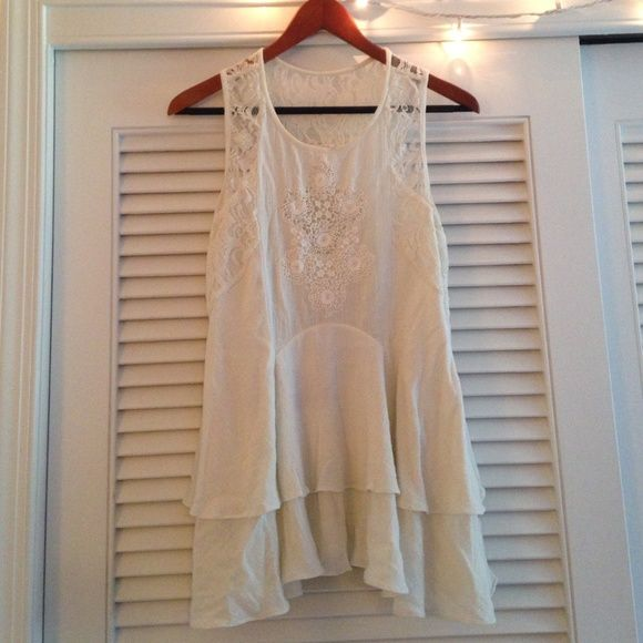 Free People Embroidered linen&lace top Fitted at top, flows out towards bottom. Perfect with leggings or jeans or a right slip underneath to be worn as a dress. Beautiful detail & material Free People Tops