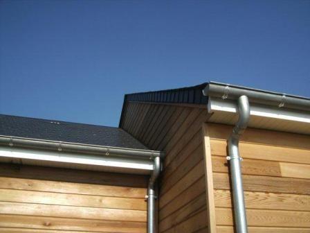 Détails couverture et zinguerie sur maison bois Constructions de