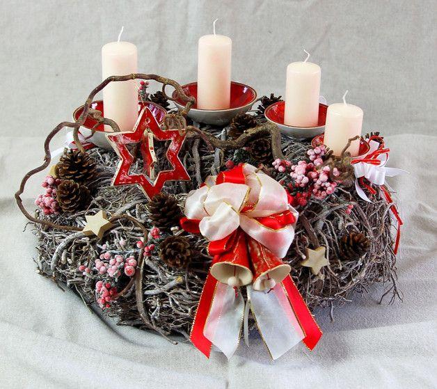 klassischer adventskranz als deko f r die weihnachtszeit. Black Bedroom Furniture Sets. Home Design Ideas