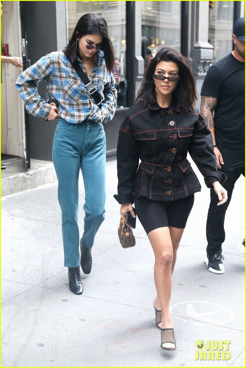 Kendall Jenner Kourtney Kardashian Step Out Together 01 Kendall Jenner Street Style Fashion Kendall Jenner